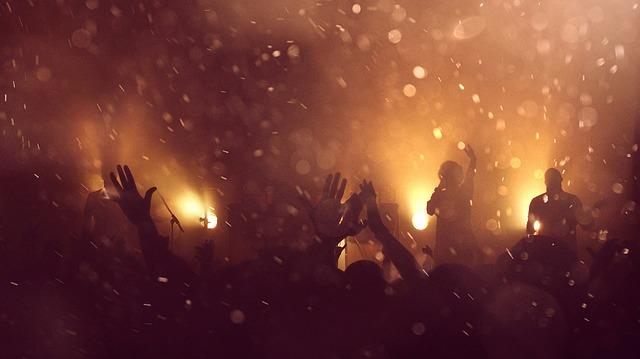 kouř na koncertě