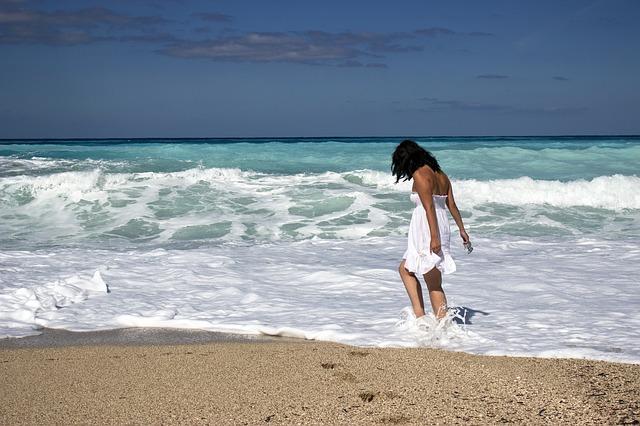 slečna v moři